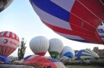 Vi räknade 18 ballonger som blåstes upp samtidigt. När vi väl var uppe i luften räknade vi 69. Och det här är vardag!