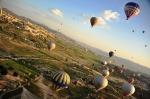 Luftballong! Ett 70-tal ballonger seglade fram över Kappadokiens häftiga landskap. En riktigt häftig syn!